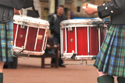 Picture of kilt-wearers playing drums